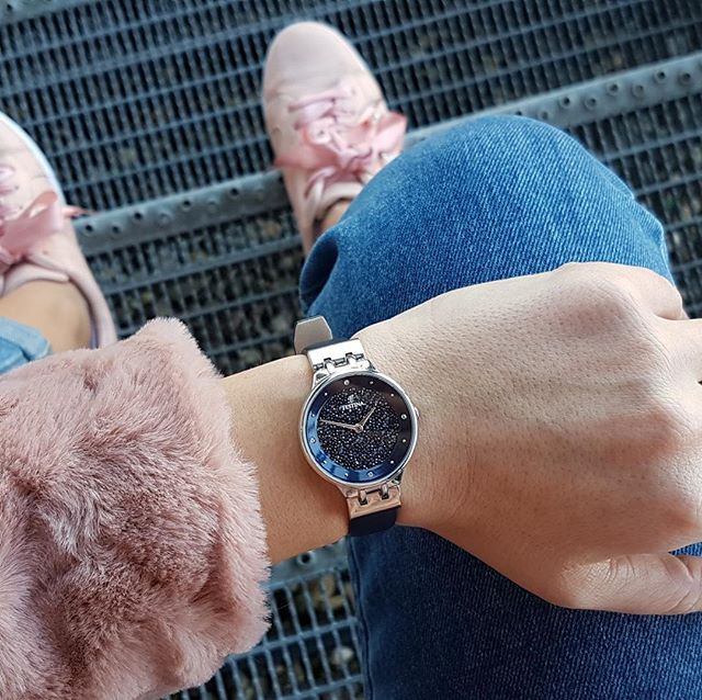 Dokonalé propojení FESTINA hodinek s decentním černým číselníkem pokrytým stovkami krystalů Swarovski.💎💙 #klenotyaurumcz #sperkynejsouhrich #swarovski #festina #swarovskicrystals #sperky #ootd #jewelry #jewelryaddict #ilovefashion #czech #simplybeautiful #accesories #ootd #neckle #combination #watch #luxurywatch