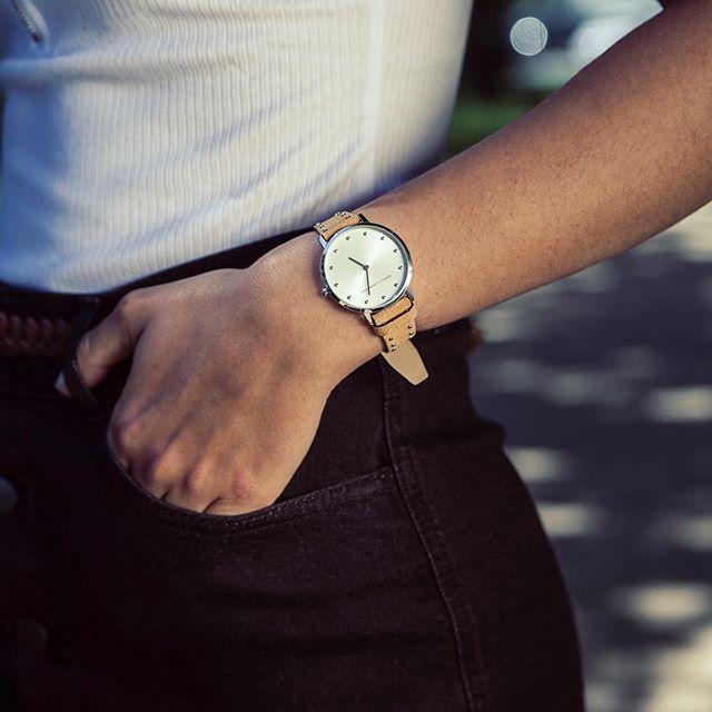 59850ad14 Hledáte trendy dámské hodinky nejen na léto? Pak je odpovědí REBECCA  MINKOFF 😍⌚ #